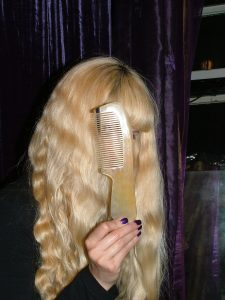 Longhairs.com: Longhairs® Hairgasm® Scritchers™ Horn Combs How-To